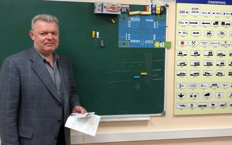 Преподаватель - Олег Владимирович